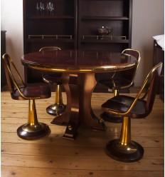 Table et chaises M/N Giuseppe Verdi démolition de paquebot