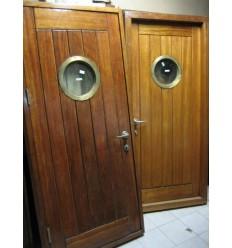 Porte originale de bateau
