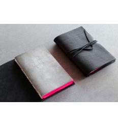 Livre muet blanc en cuir / Blank Book by Slow Design Italie